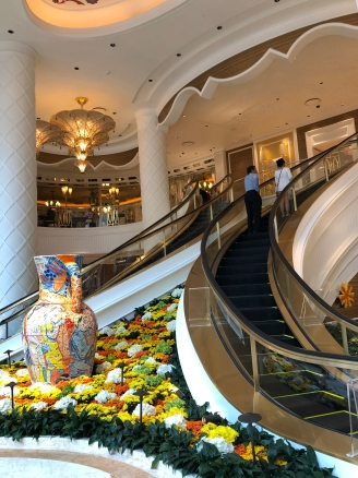 Escalators to Garden Lounge, Garden Café, and high limit slots
